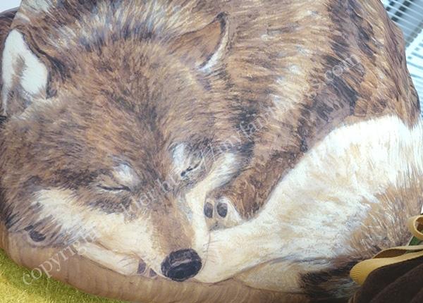 狼のクッションケース