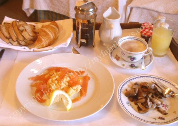 朝食のサーモン