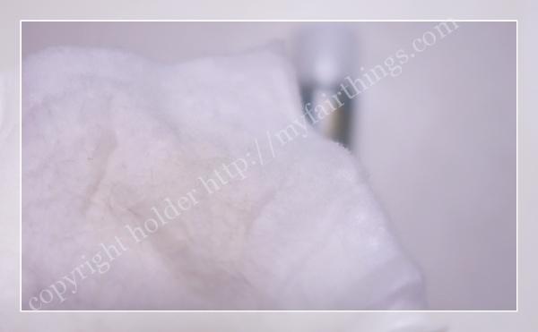 拭き取り化粧水のコットンに首筋の汚れ