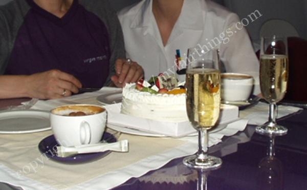 VirginAtlanticの機内でバースデーケーキ
