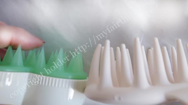 シャンプーブラシの歯の部分アップ