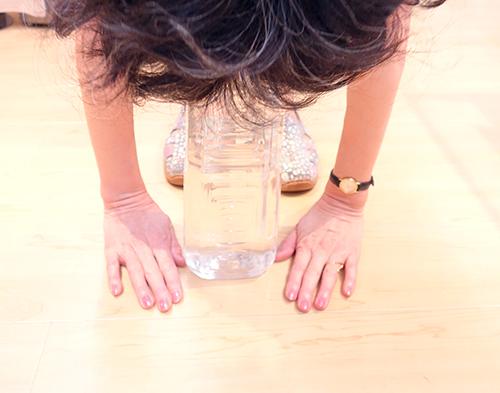 ファイテンタオル使用で身体の柔軟性アップの様子